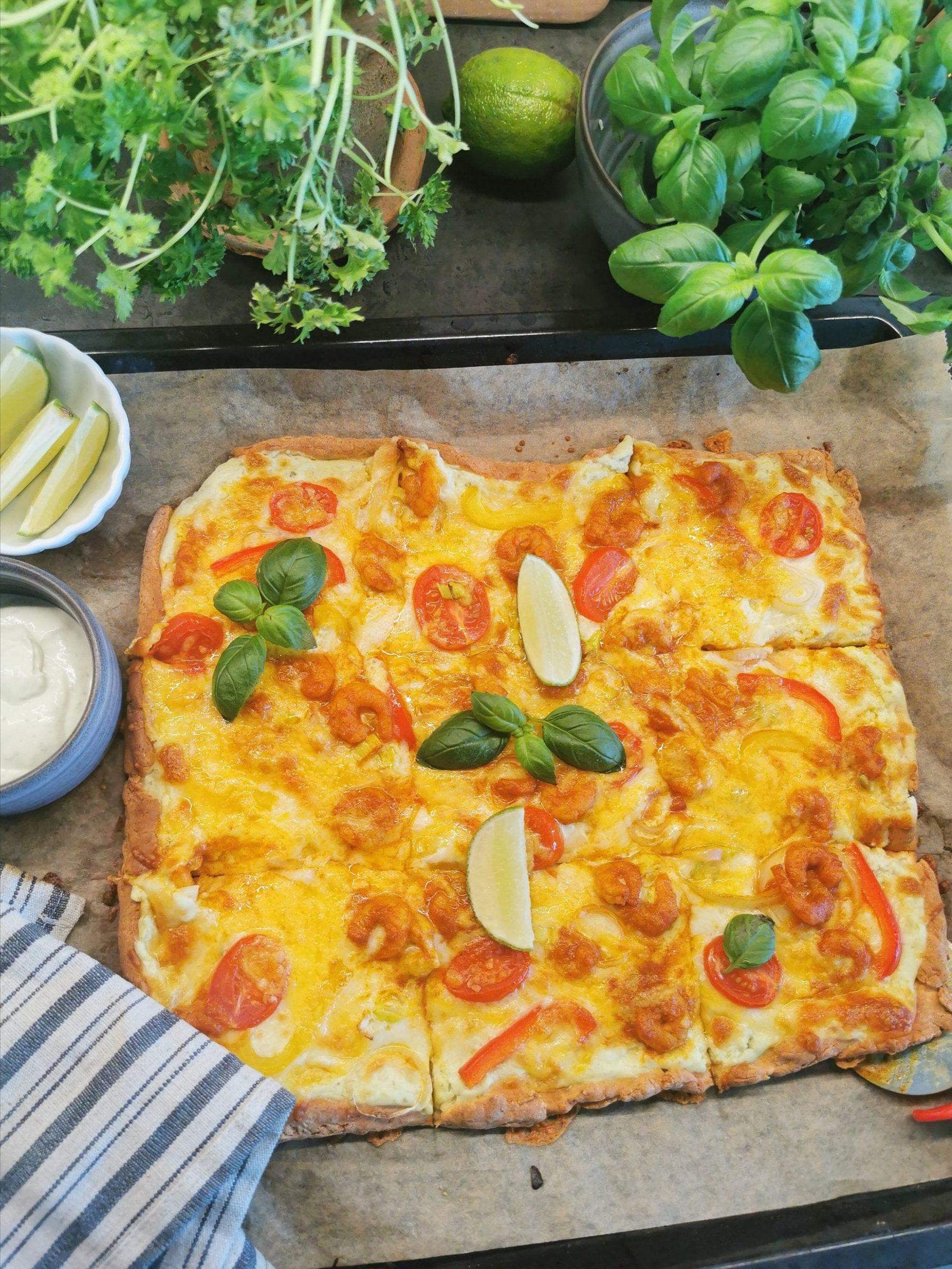 Keto pizza med karrimarinerte reker