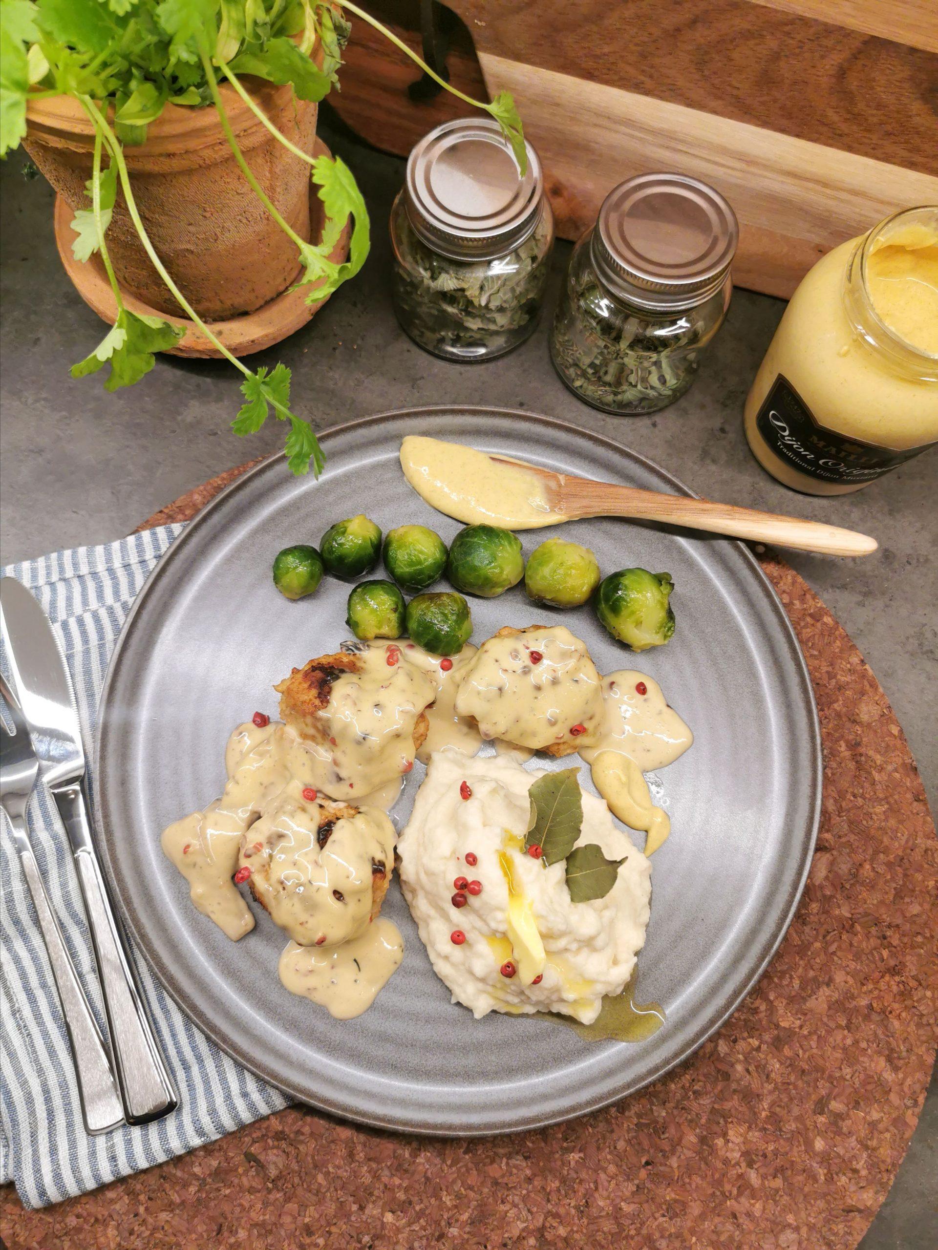 Lavkarbo kyllingkjøttboller i fløtesaus