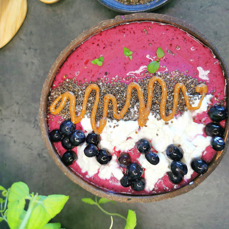 Lavkarbo smoothie bowl med cottage cheese og blåbær