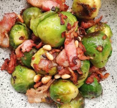 Lavkarbo crispy rosenkål med bacon