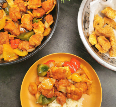 Lavkarbo innbakt kylling i sursøt saus