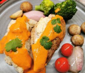 Lavkarbo ovnsbakt kyllingfilet med paprikasaus