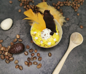 Lavkarbo kinderegg med vaniljekrem og gul krem
