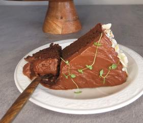 Lavkarbo saftig sjokoladekake med sjokoladekrem