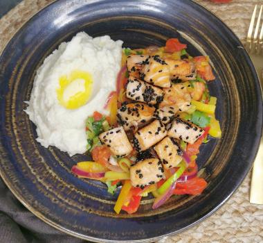 Lavkarbo stekt laks med grønnsaker og sellerirotpuré